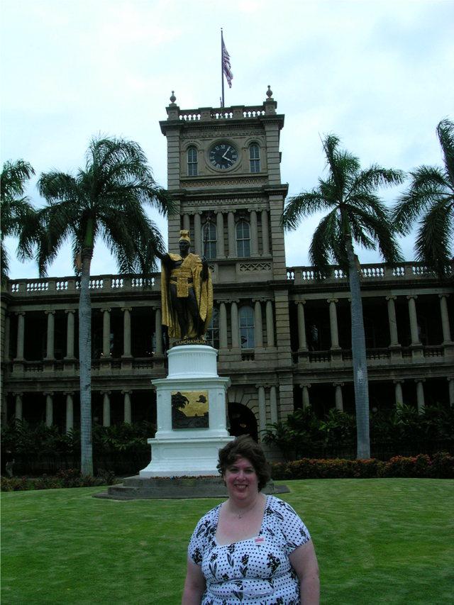 Aurora in front of King Kamehameha Statute